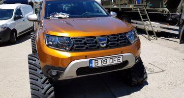 Το Dacia Duster μετατράπηκε σε τανκ (video)