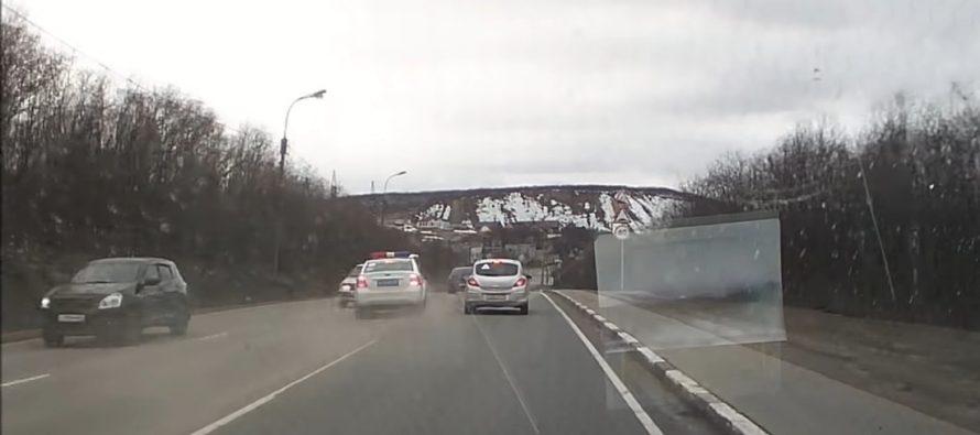 Περιπολικό βγαίνει εκτός δρόμου κατά τη διάρκεια καταδίωξης (video)