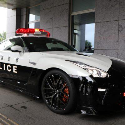 52111820-nissan-gt-r-police-car-8