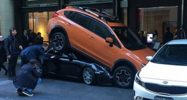 6267b8361635 0 News 12 months ago · Παρκαδόρος έχωσε μια Porsche 911 κάτω από ένα Subaru  XV