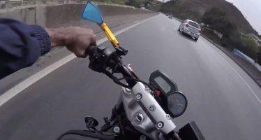 Έπεσε από μοτοσικλέτα με 185 χλμ./ώρα και σώθηκε (video)