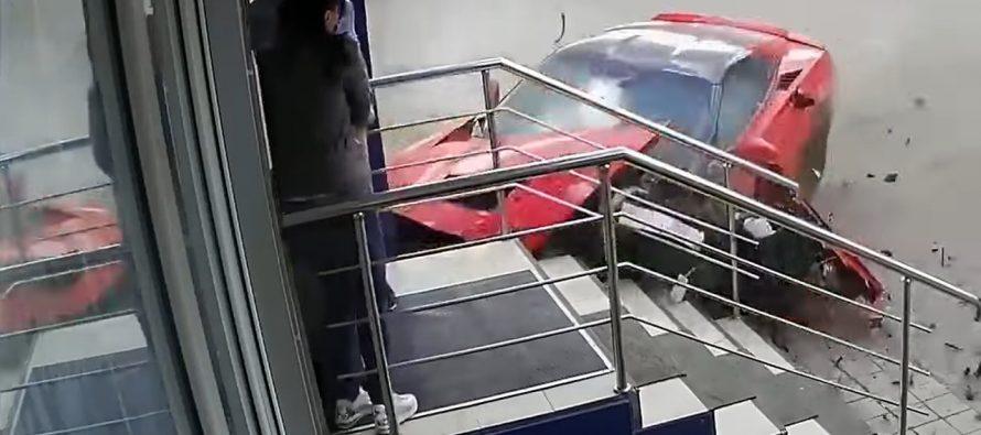 Είδαν μια Chevrolet Corvette να έρχεται κατά πάνω τους (video)