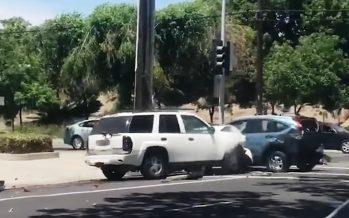 Ξέσπασε πέφτοντας πολλές φορές πάνω σε ένα Honda CR-V (video)