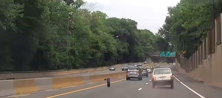 Έφυγε ο τροχός ενός Jeep εν κινήσει (video)