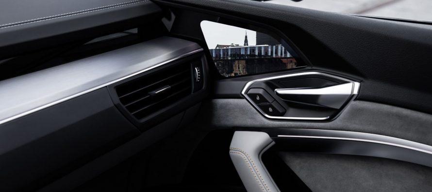 Με ενσωματωμένες οθόνες στις πόρτες το νέο Audi E-Tron