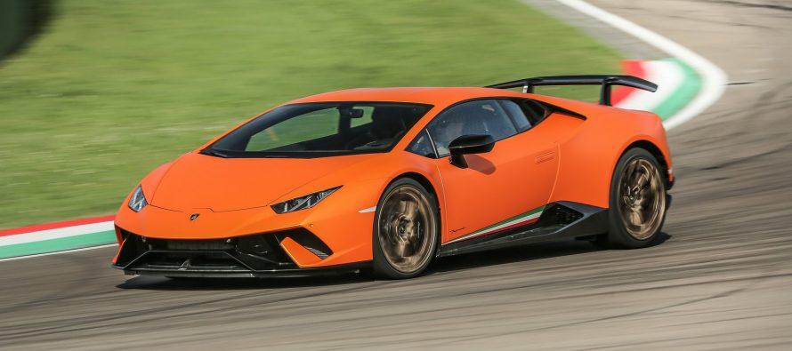 Πουλήθηκαν πάνω από 2.300 Lamborghini σε έξι μήνες