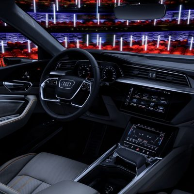 f444d9ed-audi-e-tron-interior-22