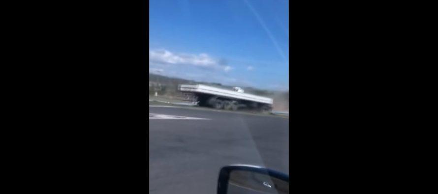 Οδηγός φορτηγού αποκοιμάται στο τιμόνι και τρακάρει (video)