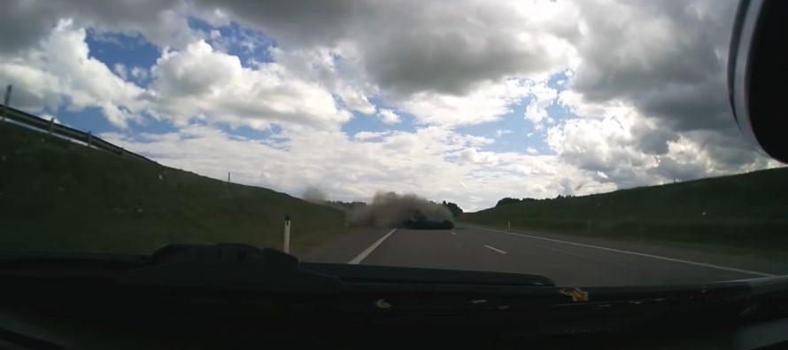 Αυτοκίνητο τούμπαρε και πέρασε στο αντίθετο ρεύμα (video)