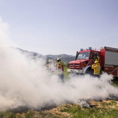Extreme Waldbrandgefahr – Feuerwehr Kirchzarten bekämpft Brände mit hochgeländegängigem Unimog U 5023