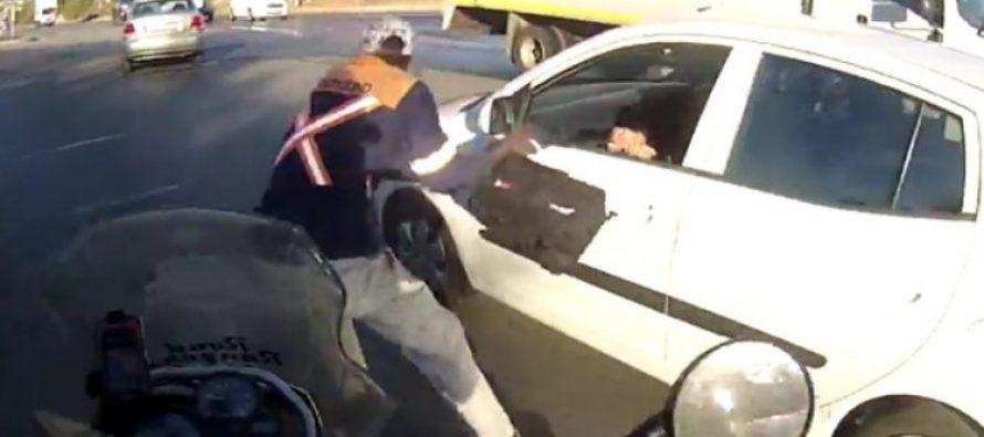 Μοτοσικλετιστής σταμάτησε ληστή (video)