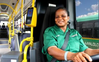 Γνωρίστε τις γυναίκες που οδηγούν λεωφορεία και φορτηγά Scania (video)