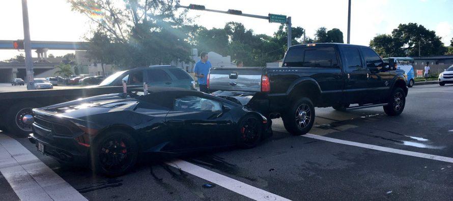 Τράκαραν τη Lamborghini την παράτησαν και έφυγαν (video)