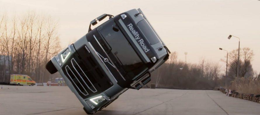 Τράκτορας της Volvo ισορροπεί στους δυο τροχούς (video)