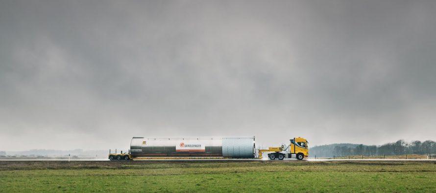 Δυο φορτηγά Volvo μήκους 35 μέτρων θα διανύσουν 2.200 χλμ. (video)