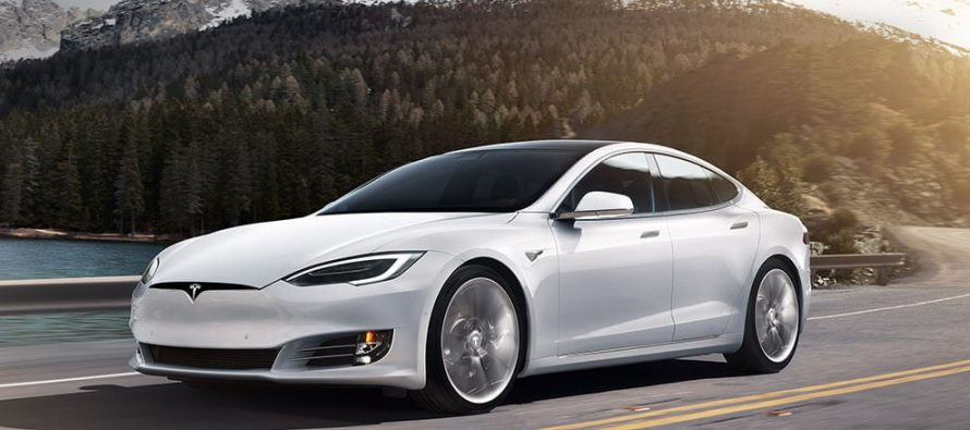 Tesla Model S χτύπησε από πίσω ένα Nissan με 72 χλμ./ώρα (video)