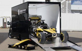 Χωράει ένα μονοθέσιο της Formula 1 μέσα στο Renault Master;