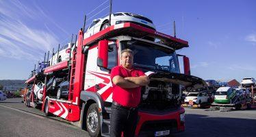 Ο οδηγός φορτηγού που έχει μεταφέρει 20.000 Skoda