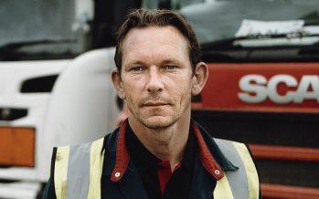 O άνθρωπος που επισκευάζει 20 χρόνια φορτηγά Scania (video)