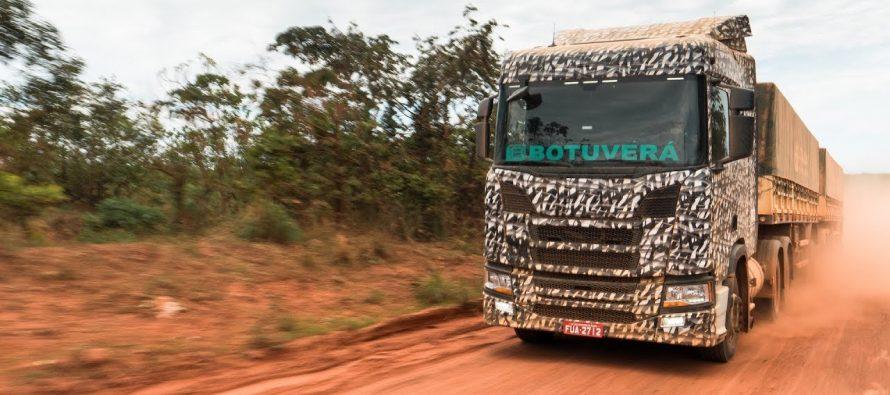 Το νέο Scania R 500 στους πιο αφιλόξενους χωματόδρομους της Βραζιλίας (video)