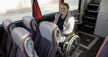 Μπορούν άτομα με αναπηρία να επιβιβαστούν σε λεωφορείο;
