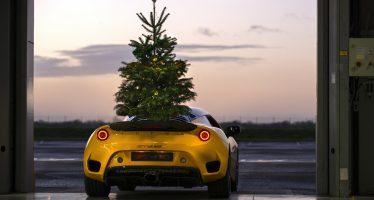 Αντέχει ένα χριστουγεννιάτικο δέντρο πάνω στη Lotus Evora GT410; (video)