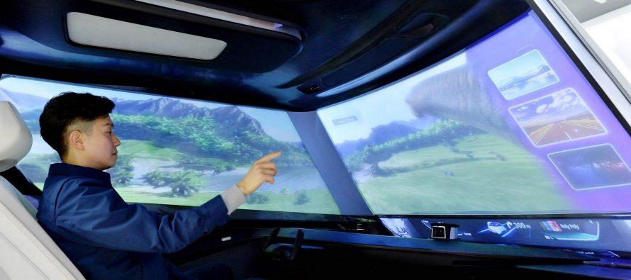 Στο μέλλον θα βλέπουμε ταινίες στα παρμπρίζ των αυτοκινήτων