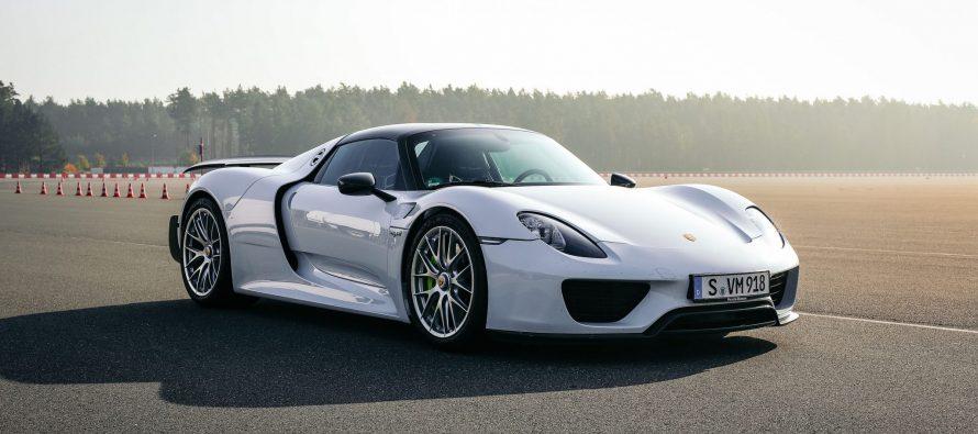 Ποια Porsche είναι η πιο γρήγορη; (video)
