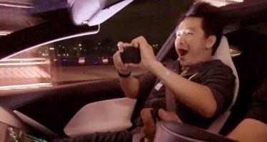 Οι αντιδράσεις συνοδηγών στην αστραπιαία επιτάχυνση του Tesla Roadster (video)