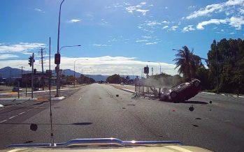 Οδηγός αποκοιμήθηκε και κατεδάφισε φανάρι (video)