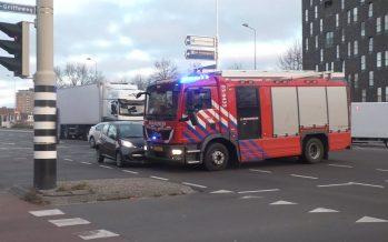 Πυροσβεστικό όχημα συγκρούστηκε με δυο αυτοκίνητα (video)
