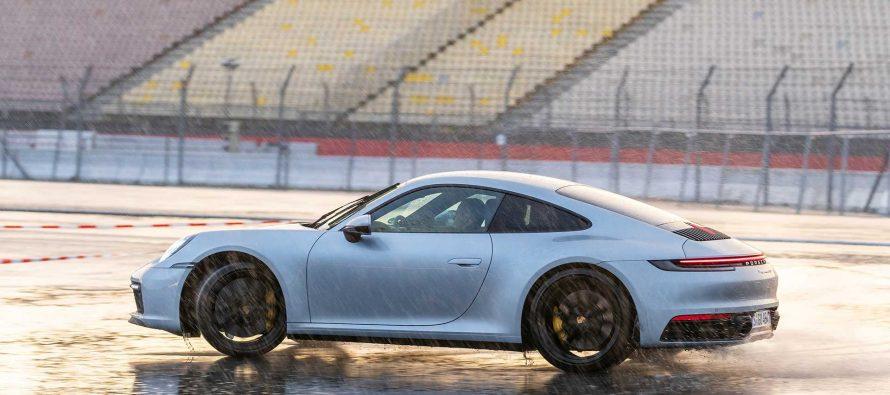 Η νέα Porsche 911 καταλαβαίνει πότε ο δρόμος είναι βρεγμένος (video)