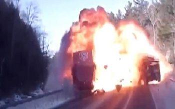 Στις φλόγες τυλίχτηκε ένα Jeep μετά από μετωπική σύγκρουση με φορτηγό (video)