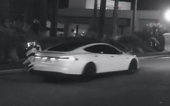 Αυτόνομο Tesla Model S χτύπησε και εγκατέλειψε ένα ρομπότ (video)