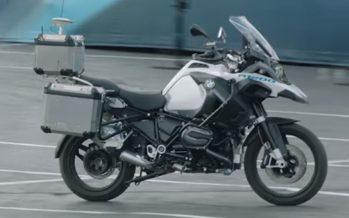 Μοτοσυκλέτα της BMW μπορεί να κινηθεί χωρίς αναβάτη (video)