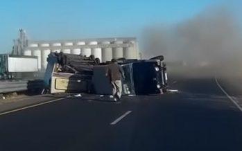 Ένα Jeep Wrangler ανετράπη εξαιτίας του τροχόσπιτου που ρυμουλκούσε (video)