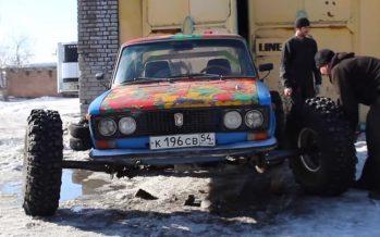 Ένα παλιό Lada με τροχούς φορτηγού (video)