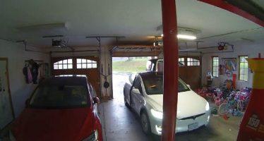 Δείτε πως καταστράφηκε η πίσω πόρτα ενός Tesla Model X (video)