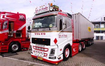 Ένα φορτηγό Volvo FH  του 2013 με ρετρό διακόσμηση (video)