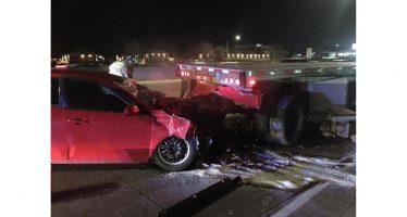 Έπεσε με ταχύτητα σε ακινητοποιημένο φορτηγό (video)