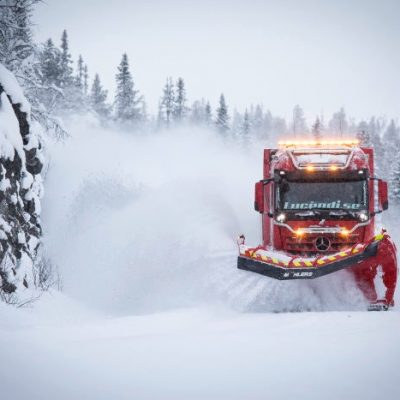 D548609-Snoplog–snow-clearing-at-another-level-the-Mercedes-Benz-Arocs-ensures-the-roads-of-Sweden