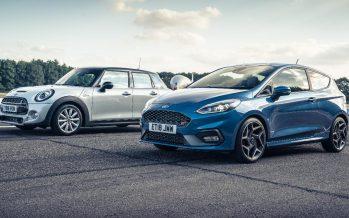 Επιταχύνει πιο γρήγορα το Mini Cooper S από το Ford Fiesta ST; (video)