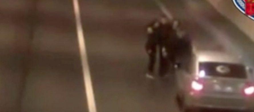 Φορτηγό παραλίγο να παρασύρει νεαρούς που σταμάτησαν για selfie (video)