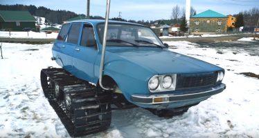 Με οχτώ τροχούς και ερπύστριες ένα παλιό Renault (video)