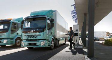 Έπιασαν δουλειά τα πρώτα ηλεκτροκίνητα φορτηγά της Volvo