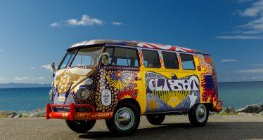 Τα παιδιά των λουλουδιών επιστρέφουν με το βαν της Volkswagen