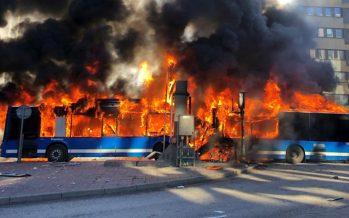 Έκρηξη και πυρκαγιά σε λεωφορείο από το φυσικό αέριο (video)