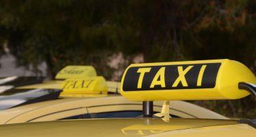 Συνελήφθησαν οδηγοί ταξί με «πειραγμένες» ταμειακές και πλαστές άδειες (video)