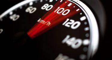 Το Φεβρουάριο καταγράφηκαν 1.960 παραβάσεις του ορίου ταχύτητας στην Ελλάδα