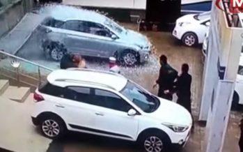 Πέρασε μέσα από τη βιτρίνα της έκθεσης με ένα Hyundai i20 (video)